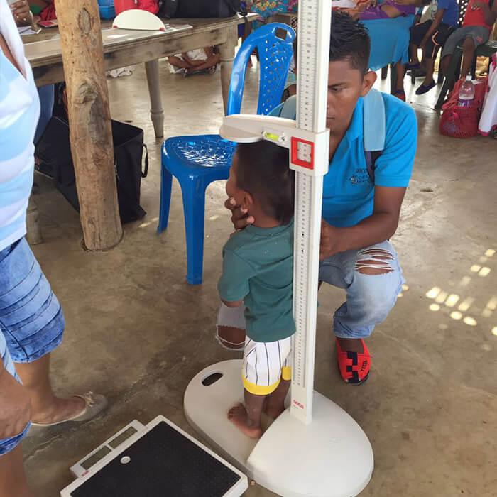 Ayudando en la Guajira